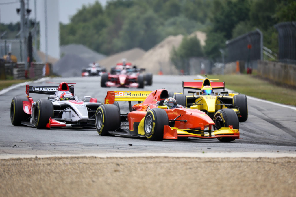 Raghunathan (m.), chased by De Plano (l.) and de Boer (r.) at the start of race 1 at Zolder 2017.