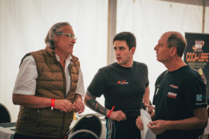 Race Director Rainer Werner in discussion with the drivers Bernd Herndlhofer and Peter Göllner